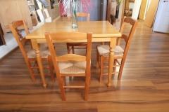 Conjunto de mesa y sillas con anea