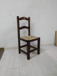 Silla de madera con anea