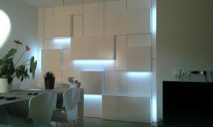 Mueble salón lacado en blanco con iluminación led