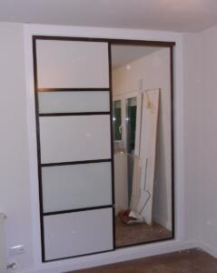 Armarios con puertas correderas lacado y espejo