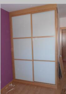 Armario con puertas correderas en cristal, lacado blanco
