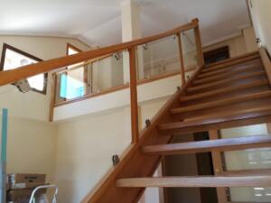 Escalera -barandilla madera roble y cristal