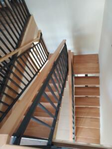 Escalera de madera de haya