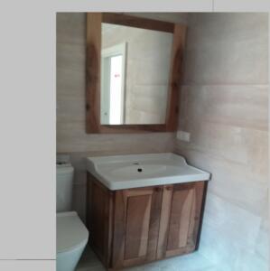 Mueble baño madera macizo nogal