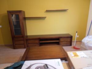 Muebles salón madera color nogal