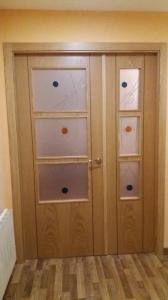 Puerta interior lisa roble cristales decorados
