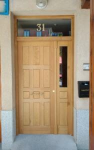 Puerta entrada exterior portal