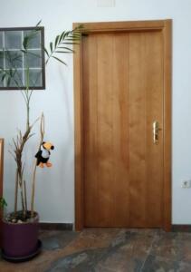 Puerta interior lisa color avellana claro
