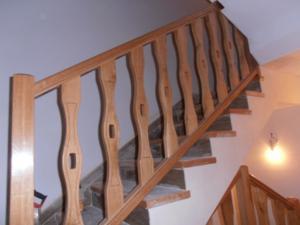 Barandilla madera palos pantografiados