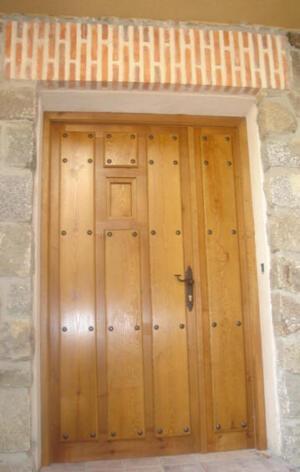 Puertas entrada exterior madera ventanillo