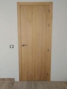 Puerta interior madera  liso